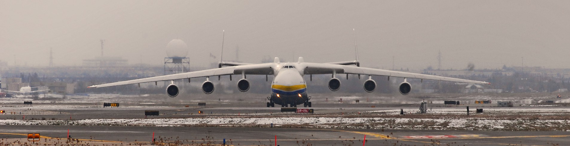 Antonov An-225 prepares for takeoff. (Photo courtesy of Flickr user: aseemsjohri)